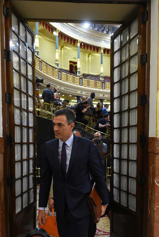 Pedro Sánchez sale del debate del Open Arms.