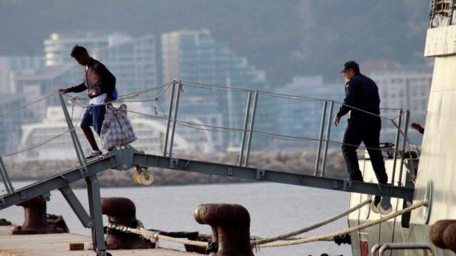 Uno de los migrantes del Open Arms, en San Roque.
