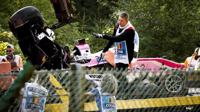 El coche accidentado del piloto Anthoine Hubert, en el circuito belga de Spa-Francorchamps.