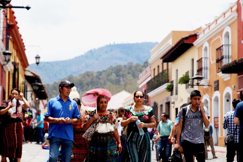 Las calles que lindan con la plaza central están tomadas por los peatones