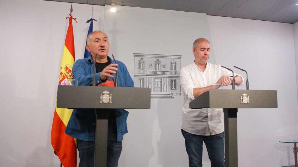 Los líderes de CCOO y UGT, Pepe Álvarez y Unai Sordo, en el Palacio de La Moncloa.