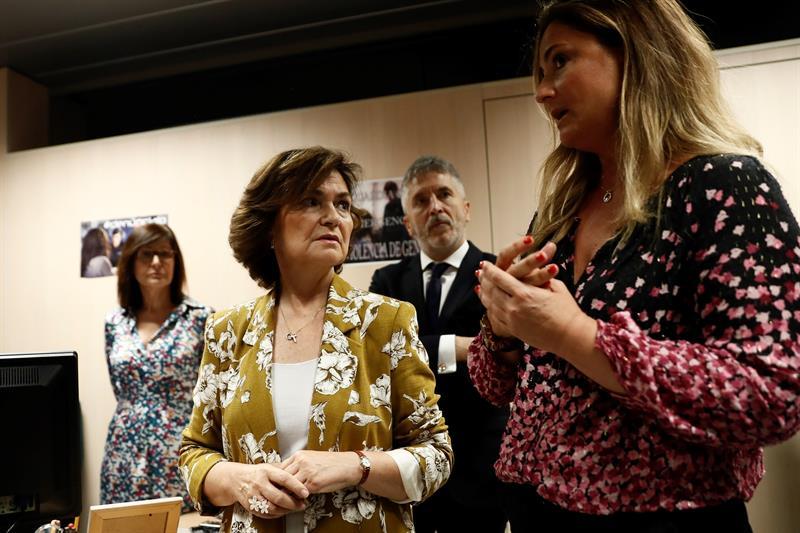 La vicepresidenta del Gobierno y ministra de Igualdad en funciones, Carmen Calvo, y el ministro de Interior en funciones, Fernando Grande-Marlaska