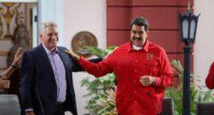 Nicolás Maduro luce camisas roja junto al presidente cubano, Miguel Díaz-Canel, en la reunión del Foro de Sao Paulo.