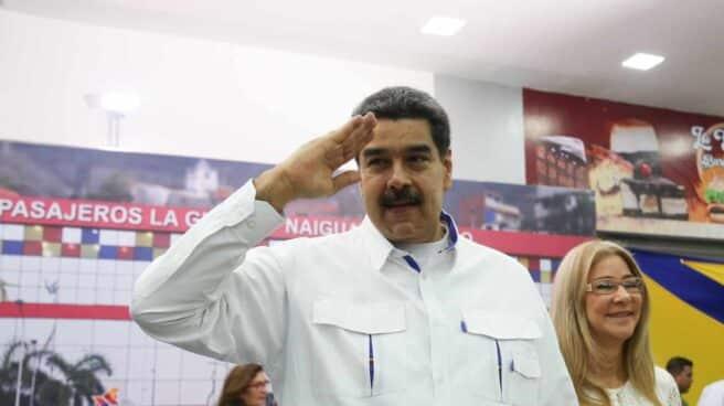 Nicolás Maduro, líder chavista, y su esposa, Cilia Flores, en La Guaira.