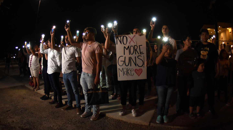 Concentración en Ciudad Juárez por la matanza de mexicanos en El Paso.
