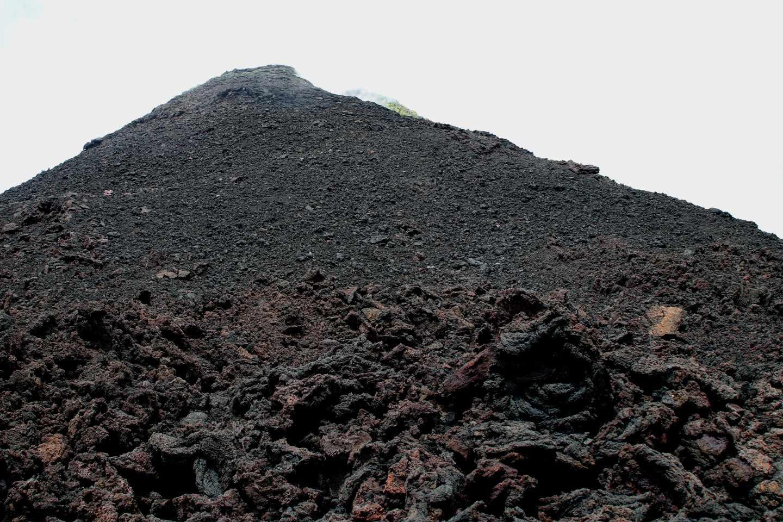 Vista del cráter del volcán Pacaya