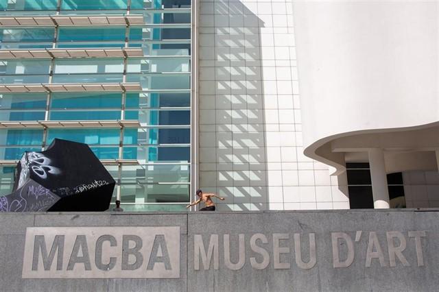 Plaza del Museo de Arte Contemporáneo de Barcelona.