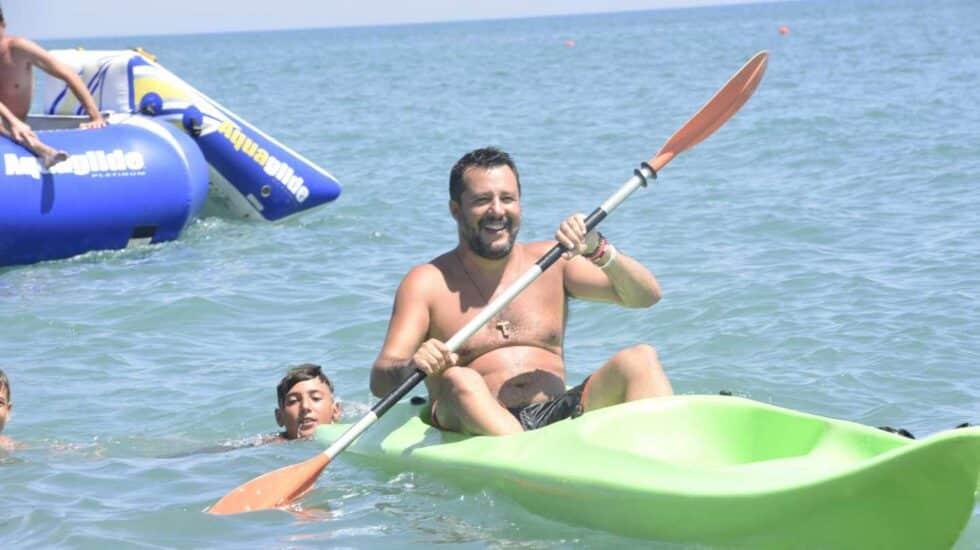 Matteo Salvini, líder de la Liga, en su gira veraniega por las playas italianas.