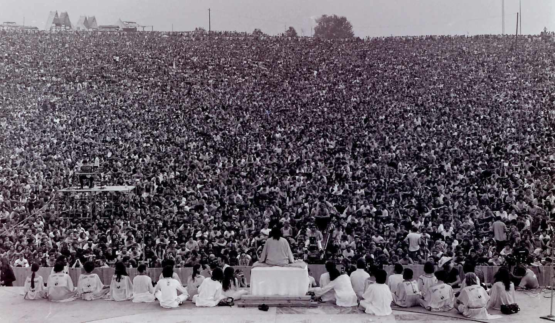Inauguración de un Festival de Multitudinaria ceremonia inaugural de Woodstock