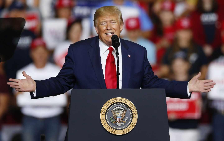 Trump habla a sus seguidores en un mitin en New Hampshire.