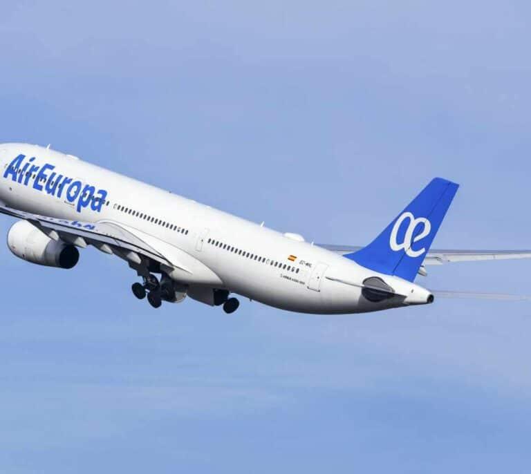 Una pasajera denuncia a Air Europa ante la Guardia Civil por un vuelo Ibiza-Palma casi lleno