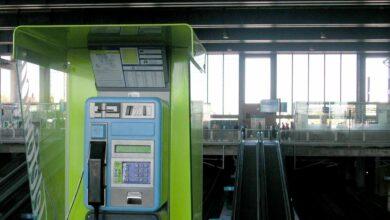 Recarga móvil o información turística: en busca de una nueva vida para las cabinas telefónicas
