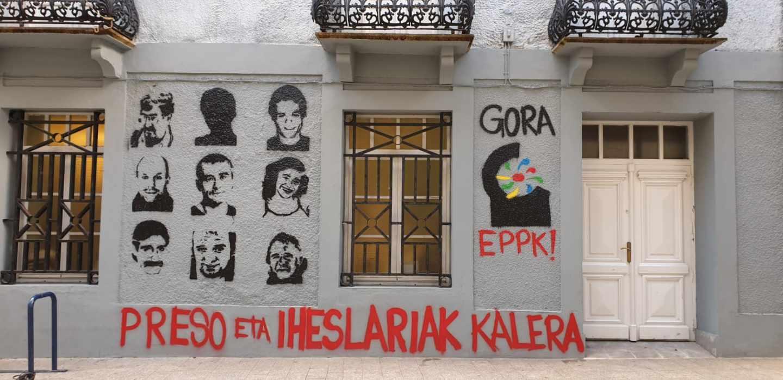 Pintadas a favor de los presos de ETA en Errentería.