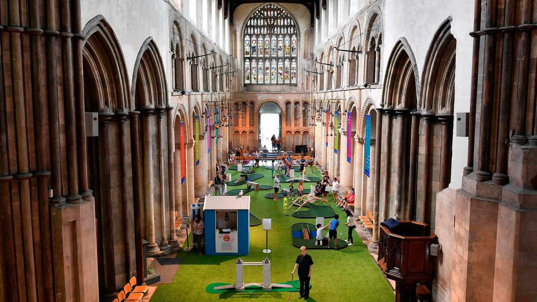 Minigolf en la catedral de Rochester.
