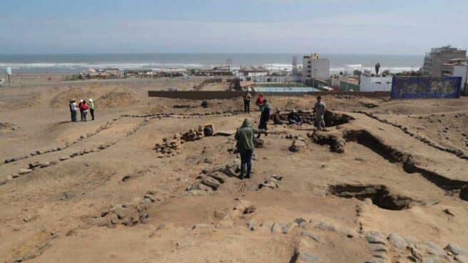 Exploración arqueológica cerca de Trujillo (Perú).