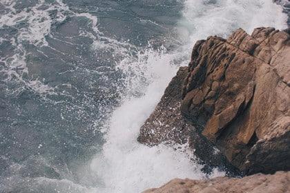 En estado crítico un hombre que intentó salvar a dos menores en una playa de Tarragona