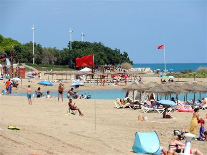 Bandera roja en playas de Vinaròs.