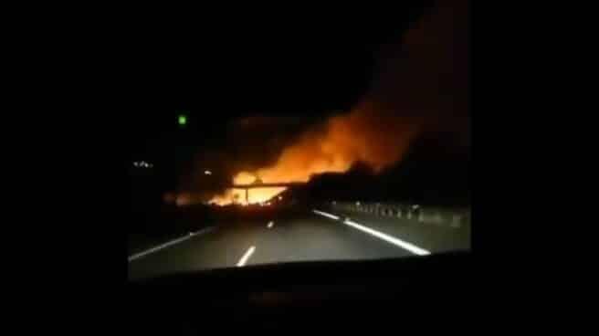 Incendio en Marbella, visto desde un vehículo en la AP-7.