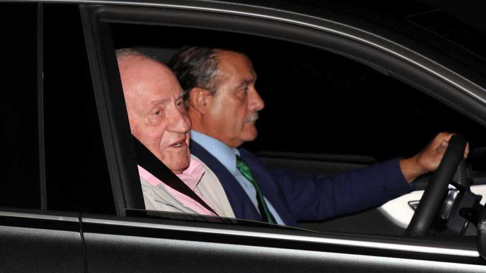 El rey Juan Carlos ingresa en el hospital donde se someterá este sábado a un triple bypass a corazón abierto.