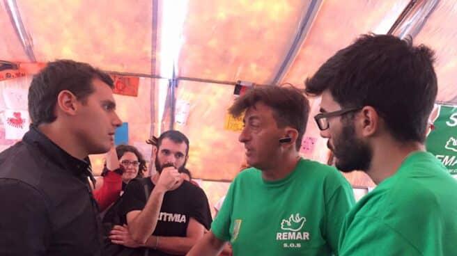 Albert Rivera viajó a Grecia en mayo de 2016 para reunirse con la ONG española Remar. Entonces pedía liderar la crisis de los refugiados.