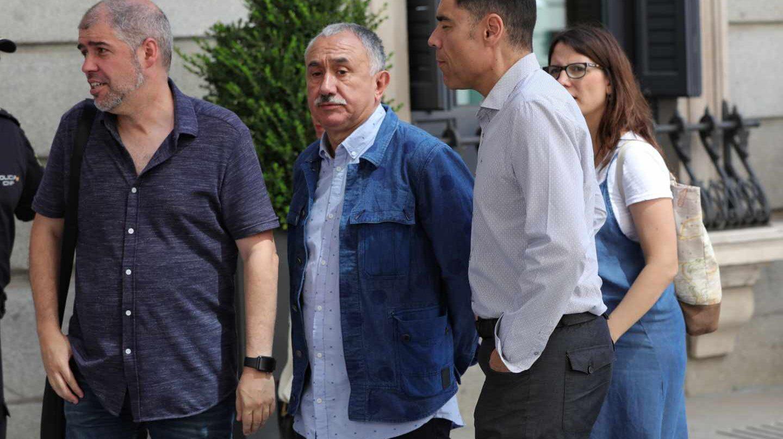 Sordo (CCOO) y Álvarez (UGT) durante la segunda votación en el Congreso de los Diputados para la investidura, finalmente fallida.