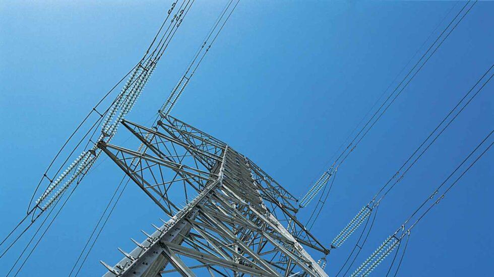 Una torre de la red de alta tensión de REE.