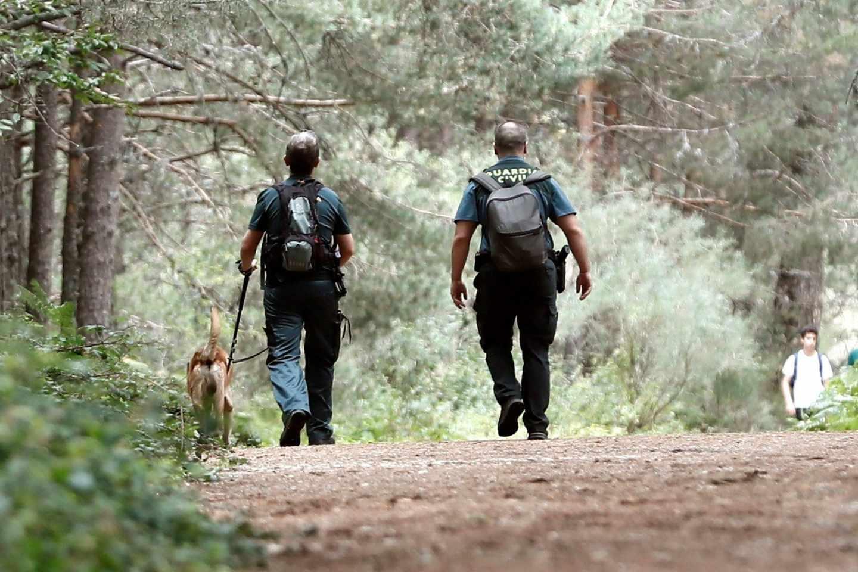 Agentes durante la búsqueda en Cercedilla de Blanca Fernández Ochoa.