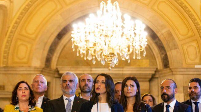 Los dirigentes de Ciudadanos Inés Arrimadas (c), Carlos Carrizosa (3i) y Lorena Roldán (3d)