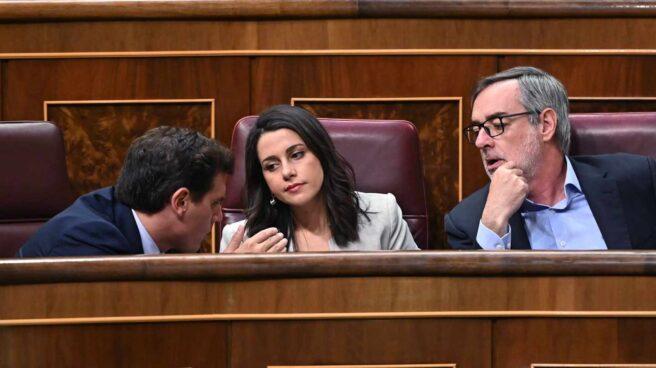 El presidente de Ciudadanos, Albert Rivera, junto a Inés Arrimadas y José Manuel Villegas en el Congreso.