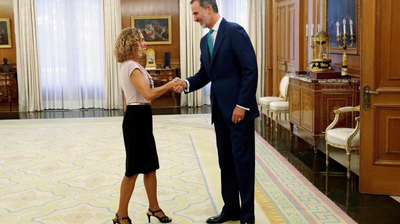 El rey Felipe VI recibe a la presidenta del Congreso, Meritxell Batet, en el Palacio de la Zarzuela