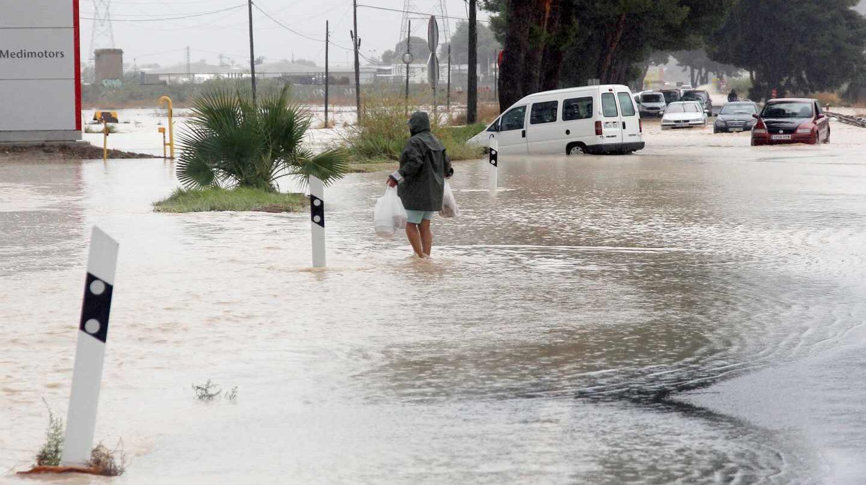 La entrada Norte de Orihuela por la N-340, cortada debido a las lluvias.