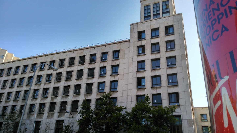 Edificio que albergará la futura sede de la Agencia de Seguridad Aérea, en la confluencia del Paseo de la Castellana con la calle Joaquín Costa.
