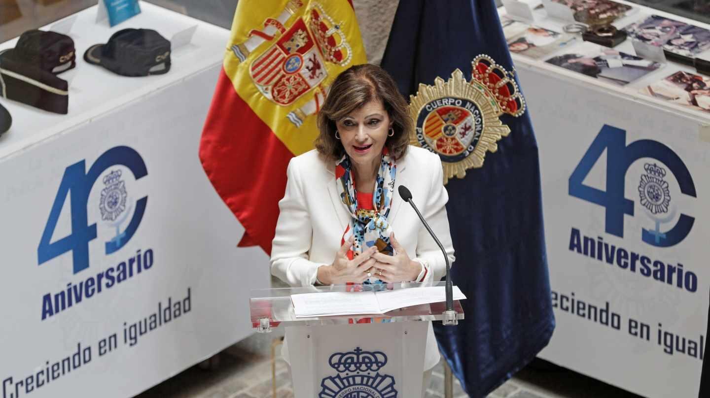 La secretaria de Estado de Seguridad, Ana Botella, en la inauguración de una exposición sobre la incorporación de la mujer a la Policía.