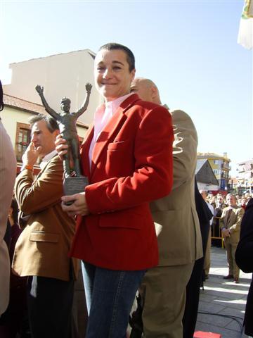 Blanca Fernández Ochoa en el homenaje a su hermano celebrado en Cercedilla en 2006