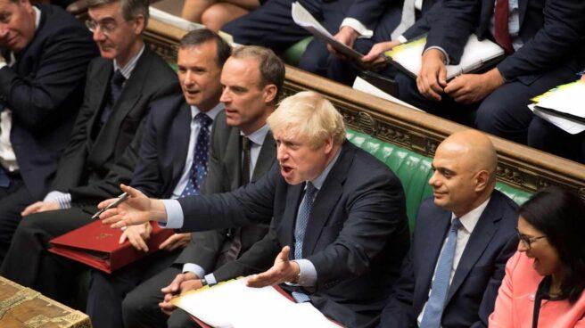 El primer ministro británico, Boris Johnson, enfurecido, en la sesión del Parlamento en Westminster.