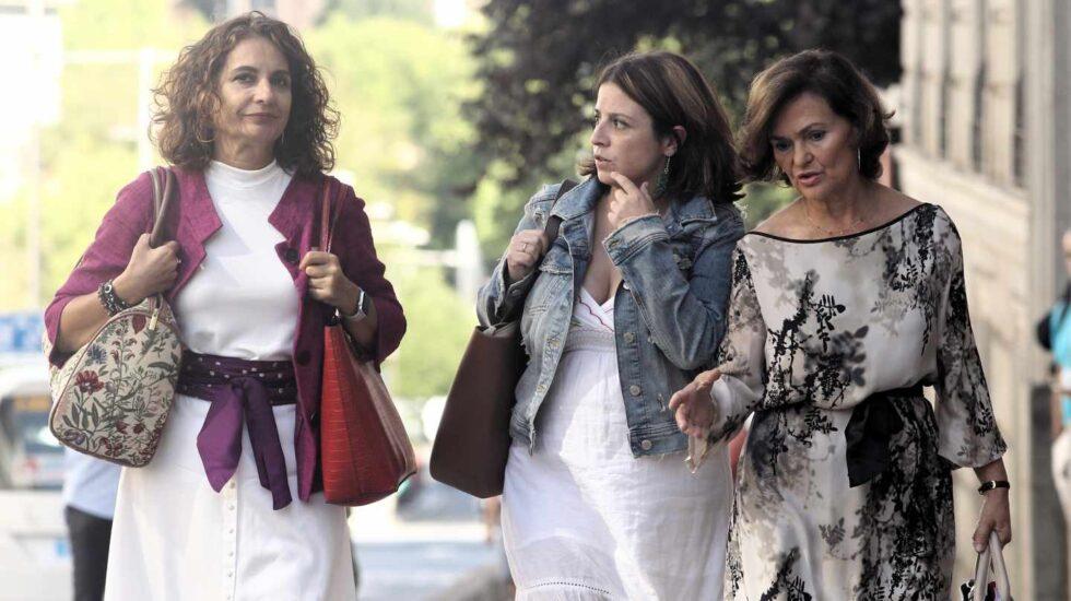 Montero, Lastra y Calvo llegan a la reunión con Podemos.
