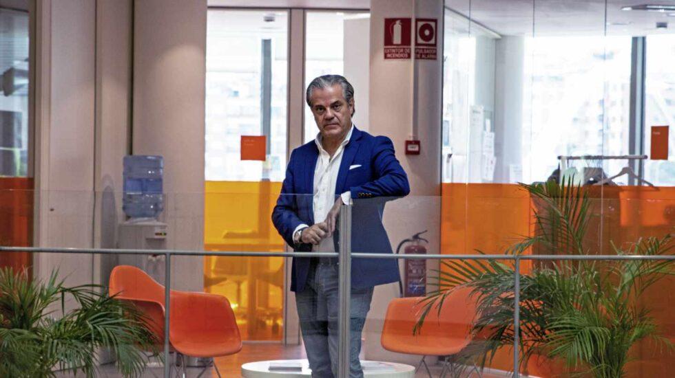 Marcos de Quinto posa en la sede nacional de Ciudadanos