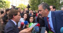 Vox cuela sus enmiendas a Almeida: menos ayudas al transporte, alquiler y a obras de Plaza España