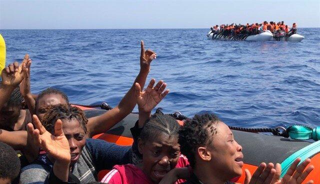 Fotografía de archivo de inmigrantes rescatados en el Mediterráneo