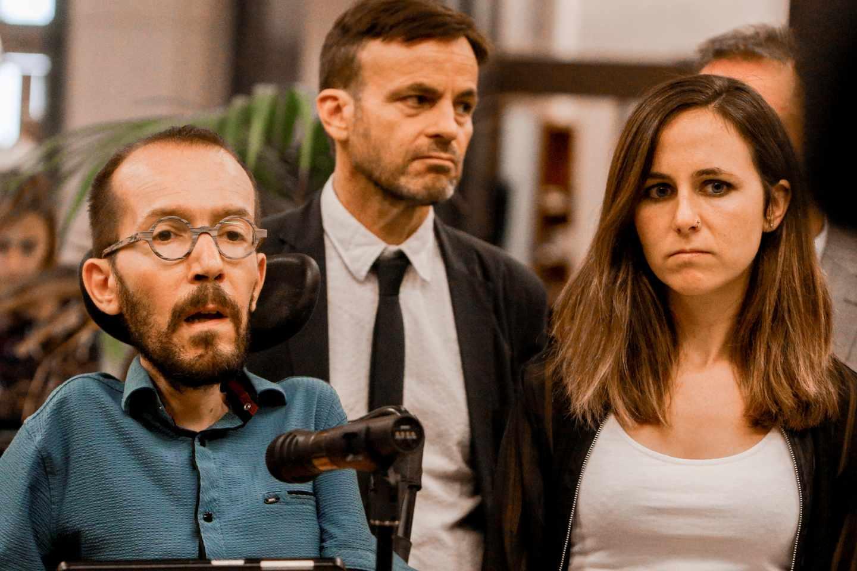 El equipo negociador de Podemos, tras la reunión con el PSOE.