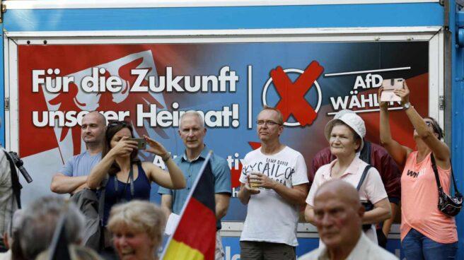 Seguidores de la ultraderechista Alternativa para Alemania en Koenigs Wusterhausen, Brandemburgo, en un mitin.