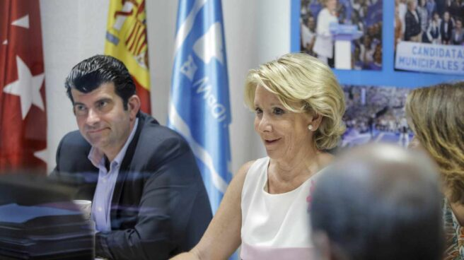 Bartolomé González, junto a Esperanza Aguirre en una imagen de archivo.