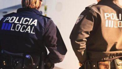 Detienen en Ibiza a un hombre por circular con su mujer embarazada sobre el capó