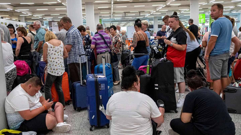 Reino Unido inicia la mayor repatriación de británicos desde la II Guerra Mundial