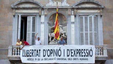 La Junta Electoral obliga a Torra a retirar los lazos amarillos de edificios públicos antes del viernes