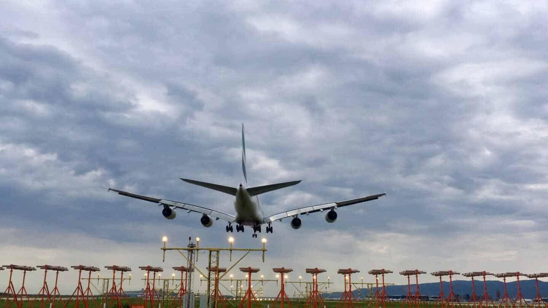 Las aerolíneas lanzan una batalla legal para pagar menos por los aeropuertos en España