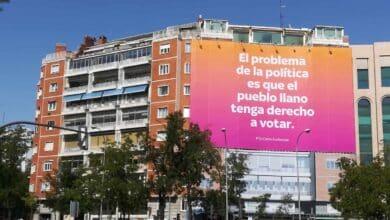 """¿Quién hay detrás del cartel de Madrid que niega el derecho a votar al """"pueblo llano""""?"""