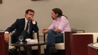 Iglesias se enzarza con Óscar Puente por retratarle tomando un café con Rivera