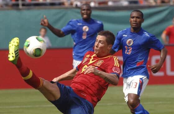 Fernando Torres controla un balón durante el amistoso disputado en 2013 en Miami entre España y Haití.