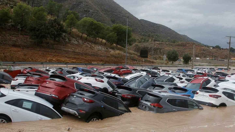Cientos de vehículos, inundados tras el paso de la gota fría por Orihuela.